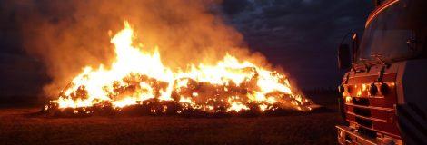 Požiar slamy pri železnici