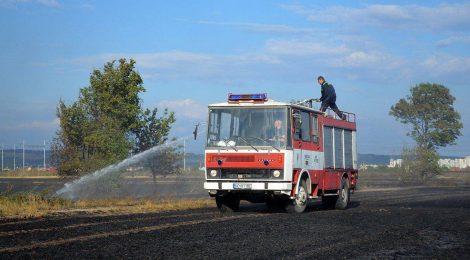 Požiar poľa pri železničnej trati